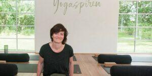 Bettina Carlsen står bag Yogaspiren - er ambassadør for Chanson Danmark