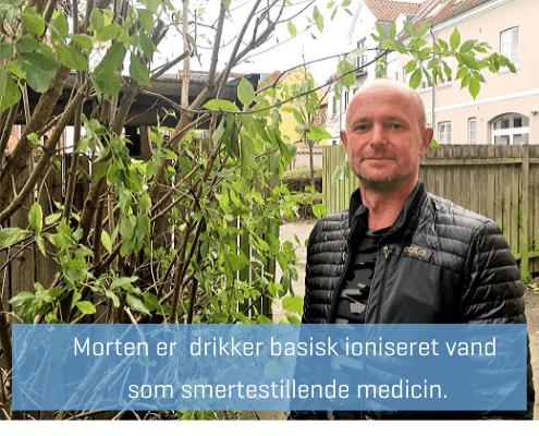 Morten drikker basisk ioniseret vand som smertestillende medicin