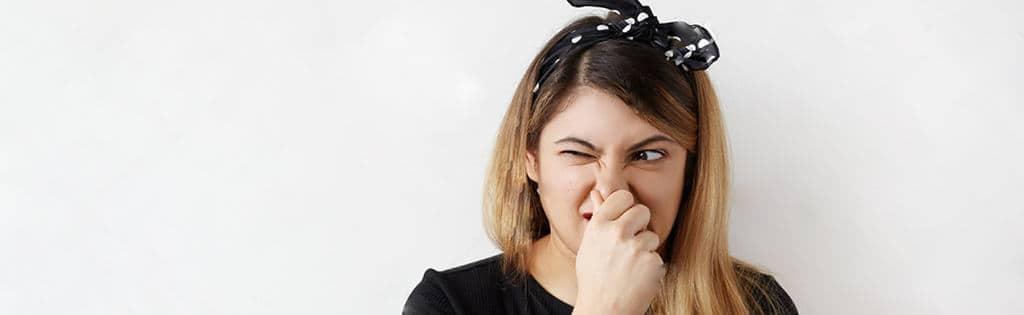10 grunde til, at din urin lugter